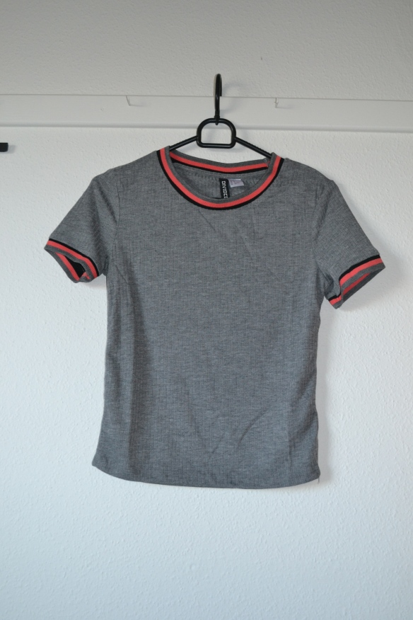 morkegra-cropped-t-shirt-m-orange-og-sorte-kanter-hm