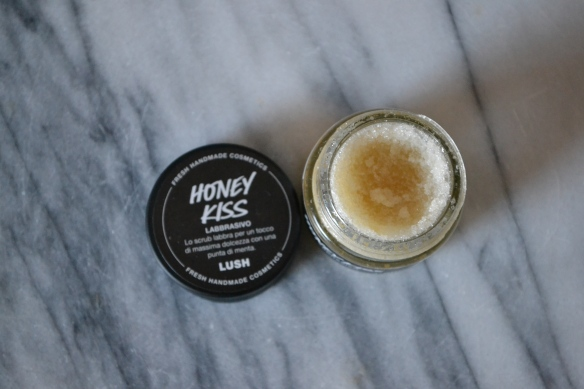 Lush Honey Kiss lip scrub