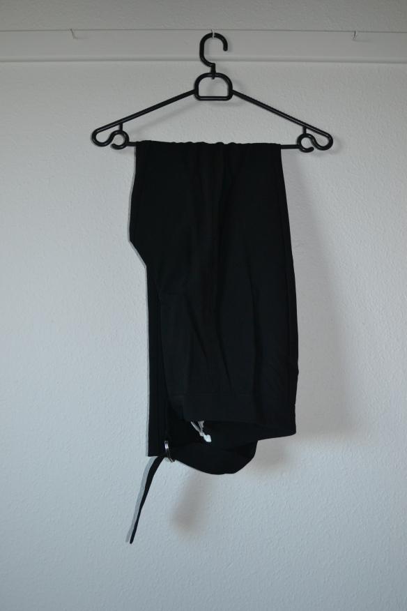 Sorte slacks m. slidser og bindebånd - H&M