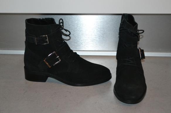Sorte støvler m. snørre og spænder - Asos