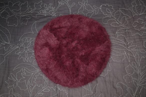 Blommefarvet pelset beret