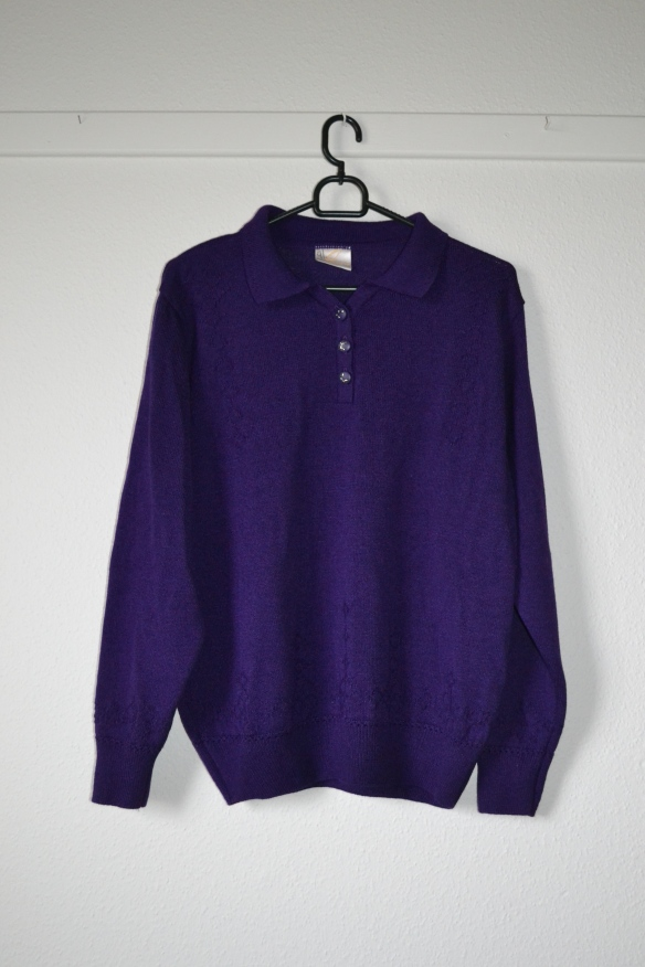 Lilla sweater m. knapper - second hand