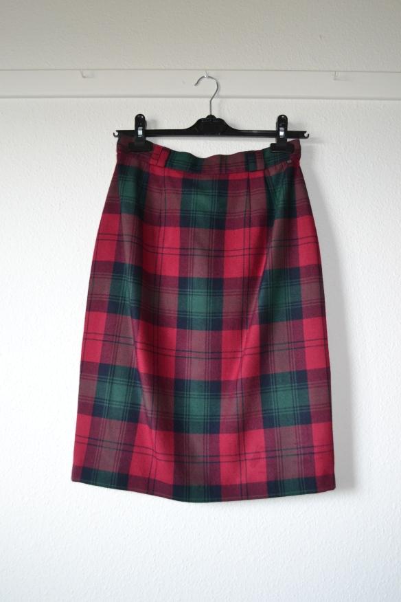 Mørk fuchsia og grøn ternet nederdel - second hand