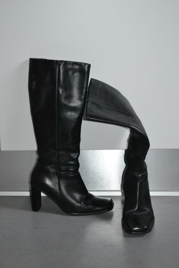 Sorte lange støvler m. hæl - second hand