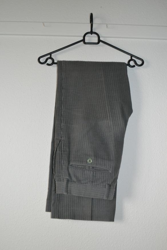 Støvet khakigrønne fløjlsbukser m. vide - second hand
