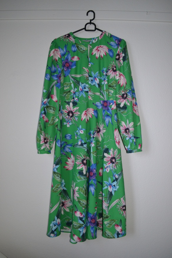 Grøn kjole m. pink og blå blomster - H&M