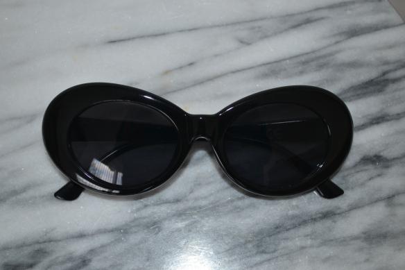 Sorte ovale solbriller