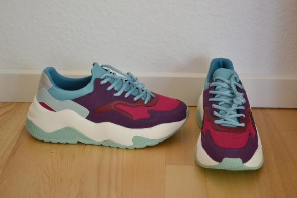 Lilla, fuchsia, teal og hvide chunky sneakers - Bershka