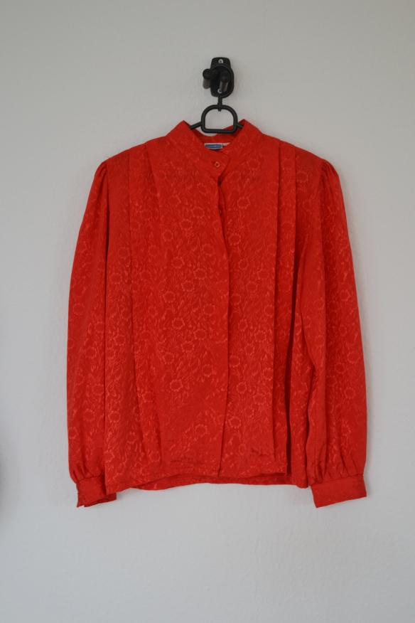 Rød skjortebluse m. blomster - second hand