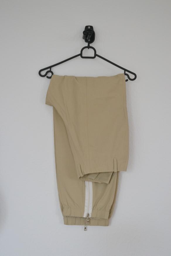 Beige baggy bukser m. lynlåse - second hand