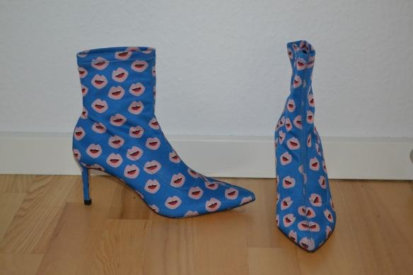 Blå spidse støvler m. læbeprint og stilethæle - Zara