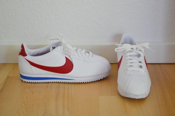 Hvide Cortez m. rød og blå detaljer - Nike