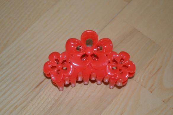 Rødt hårspænde m. blomster