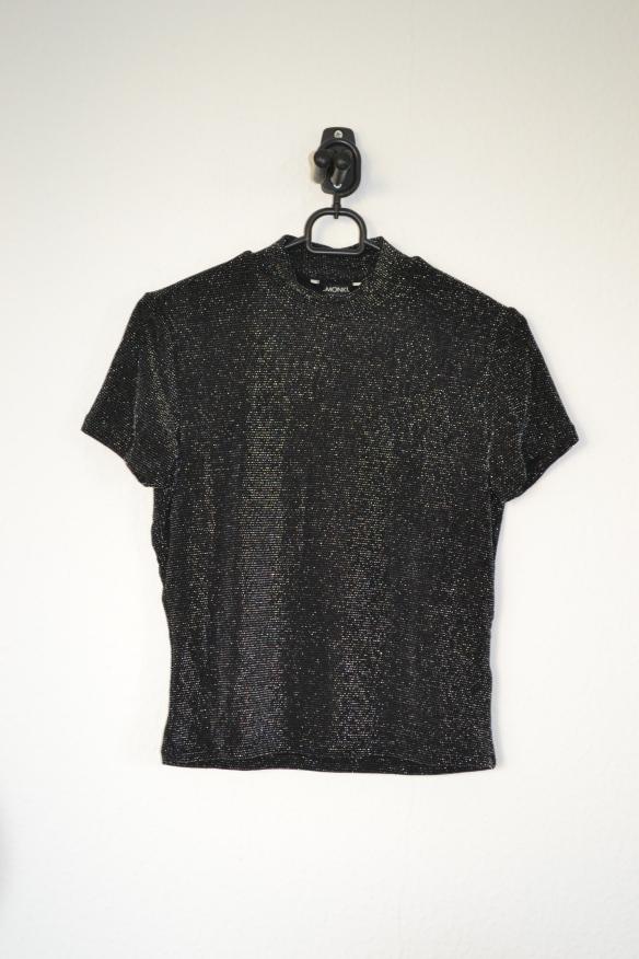 Sort T-shirt m. glimmer og høj hals - Monki