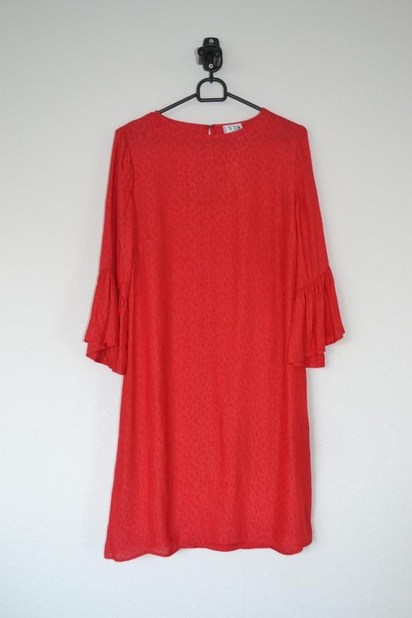 Rød kjole m. leopardmønster og flæseærmer - VRS