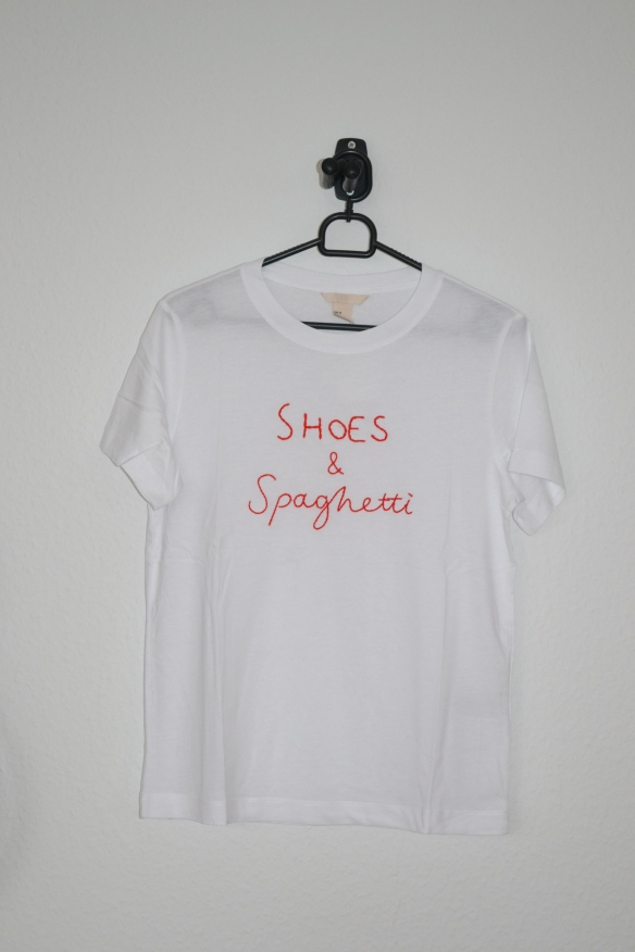 hvid t-shirt m. rød skrift - h&m