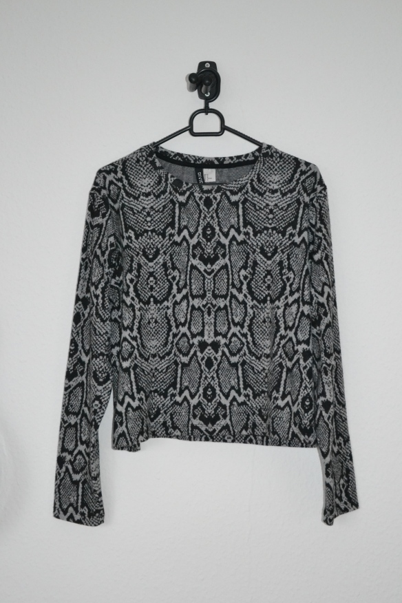 Grå og sort snake print sweater - H&M