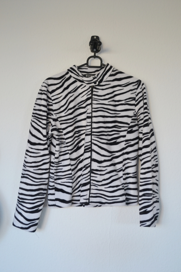 Hvid og sort zebraprint fleece jakke - second hand