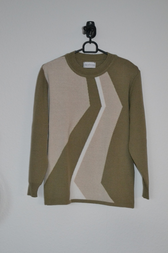 Khakigrøn sweater m. beige mønster - second hand