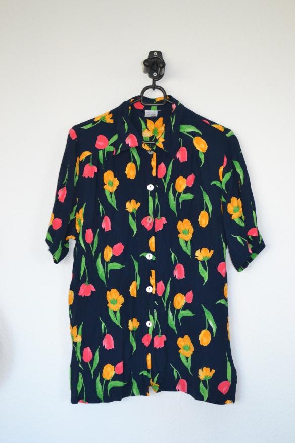 Navy kortærmet skjorte m. tulipaner - second hand
