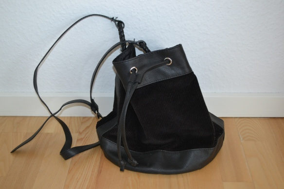 Sort slouchy bucket taske m. fløjl - second hand (H&M)