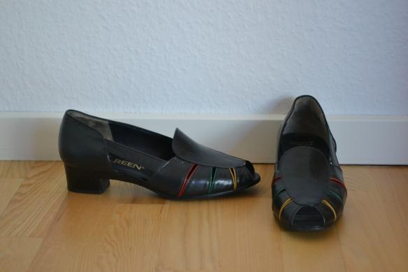 Sorte sandaler med farvede detaljer og blok hæl - second hand