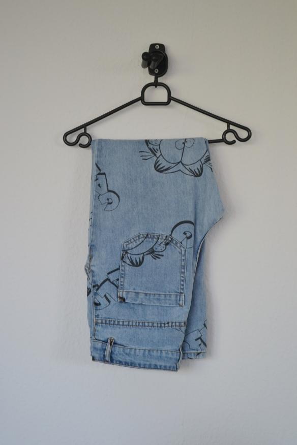 Lyseblå jeans m. vidde og Garfield print - H&M