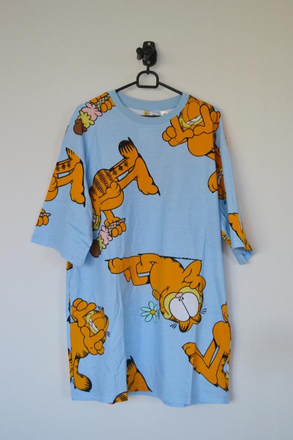 Lyseblå oversized T-shirtkjole m. Garfield print - H&M