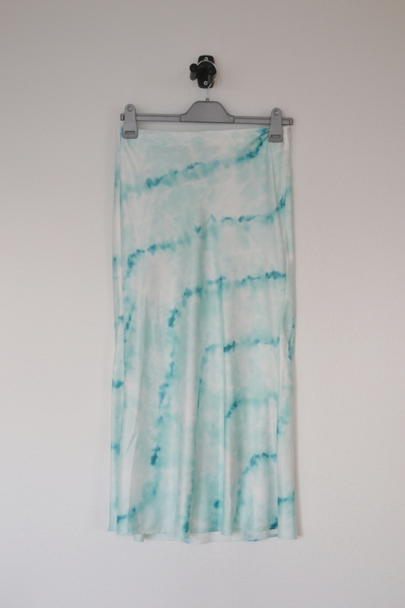 Hvid midi nederdel m. turkis tie dye print - Bershka