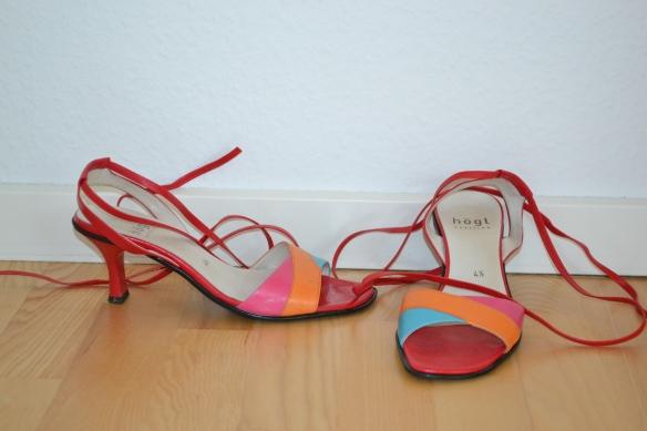 Røde, orange, lyserøde og lyseblå sandaler m. snøre - second hand