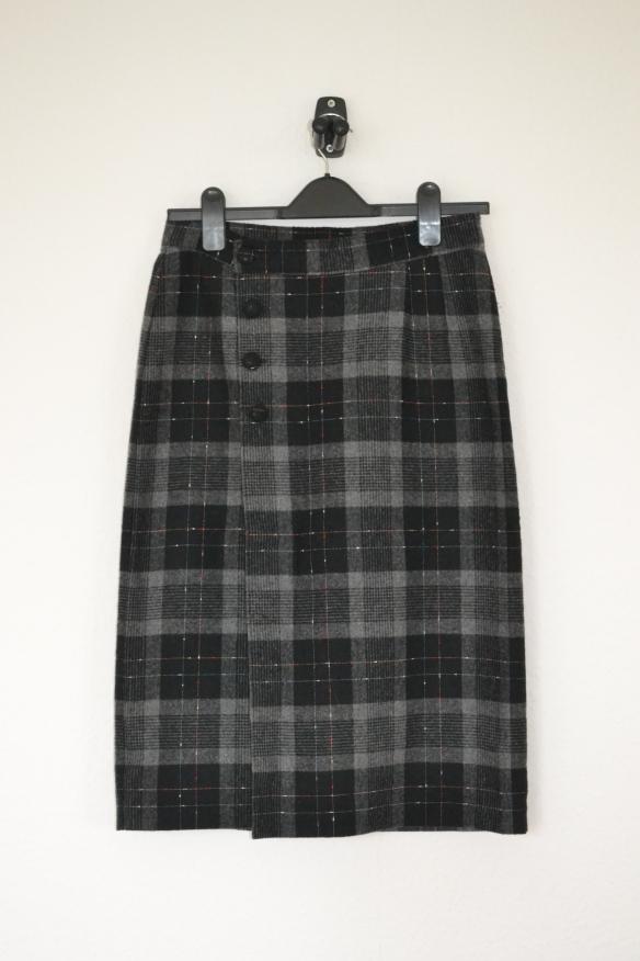 Sort og grå ternet midi nederdel m. knapper - second hand