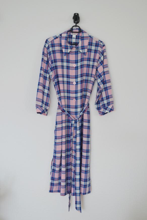 Lyserød og blå ternet kjole m. knapper - Monki