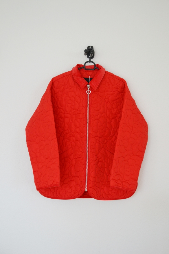 Rød quilted jakke m. blomstermønster og fløjlskrave - Monki