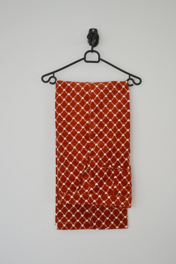 Rustfarvede vide fløjlsbukser m. hvidt hjertemønster - Monki