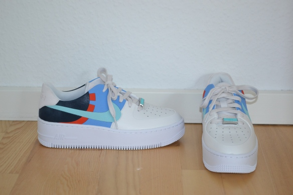 Hvide Air Force 1 Sage m. blå, orange og mint detaljer - Nike