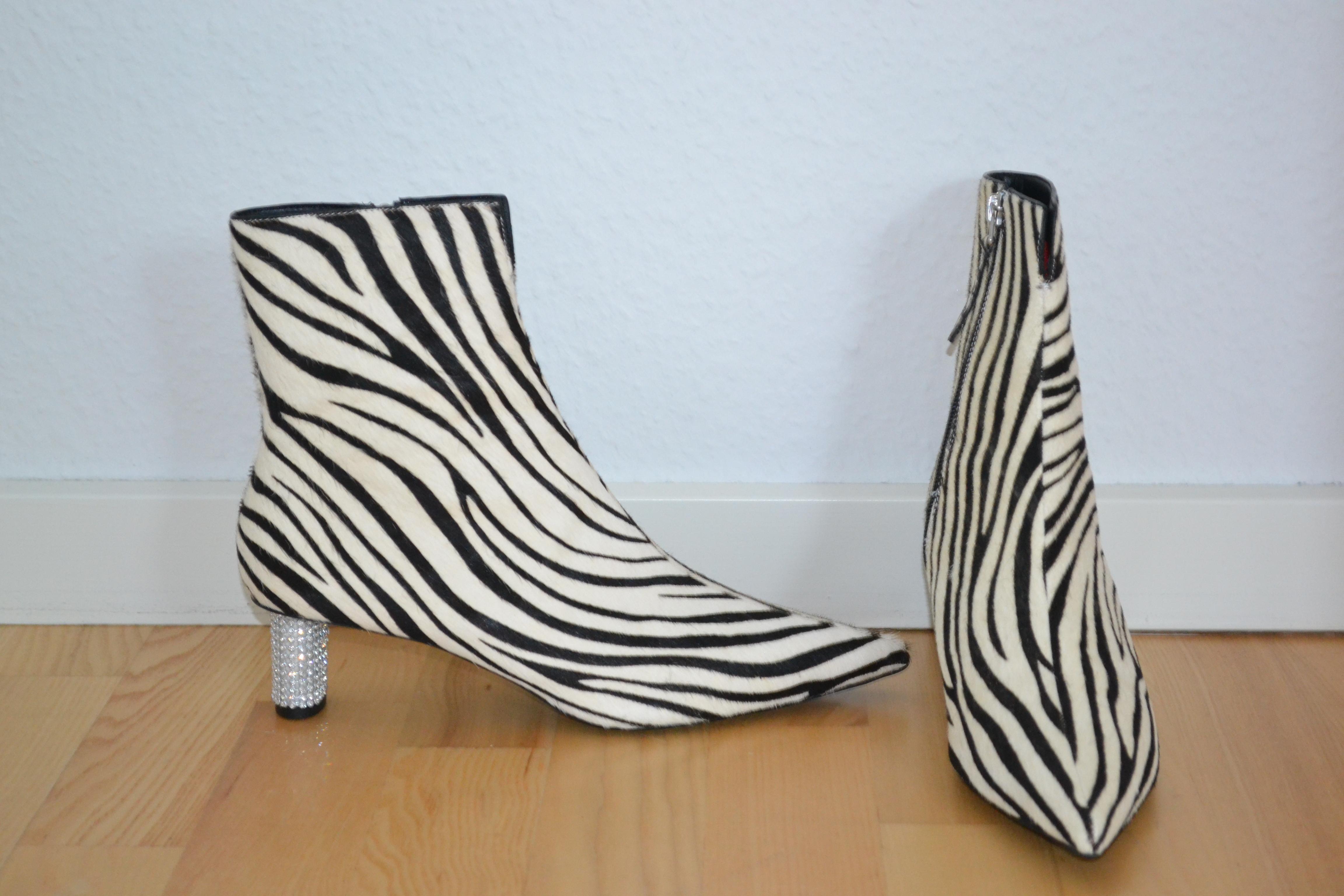 Hvide og sorte zebramønstrede støvler m. similistenhæl - Topshop