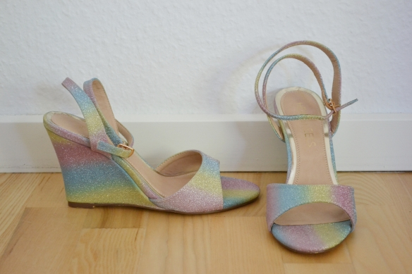 Pastel regnbuefarvet wedge sandaler m. glimmer - Head Over Heels