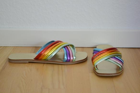 Regnbuefarvet metallic sandaler - Asos