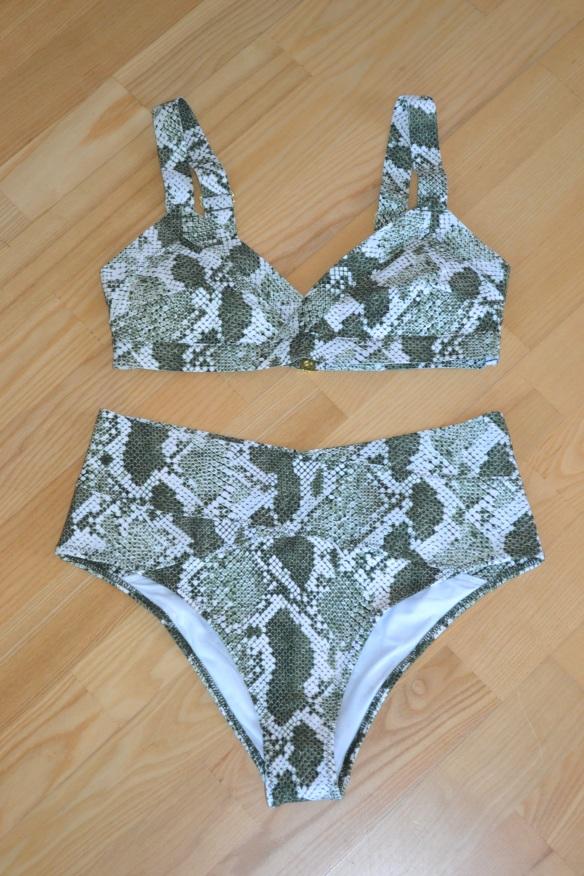 Grøn og hvid slangeprint bikini