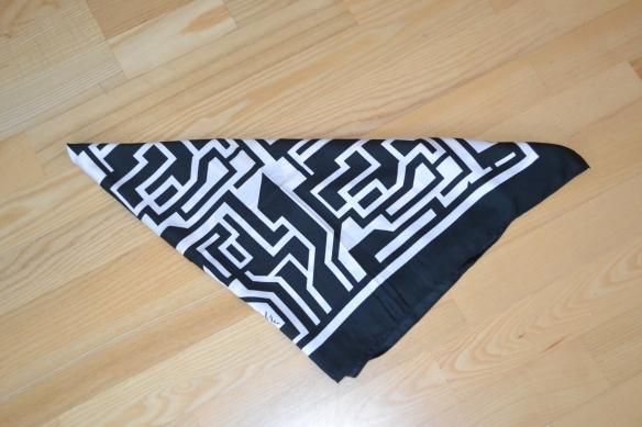 Sort og cremefarvet mønstret tørklæde - H&M x Richard Allan