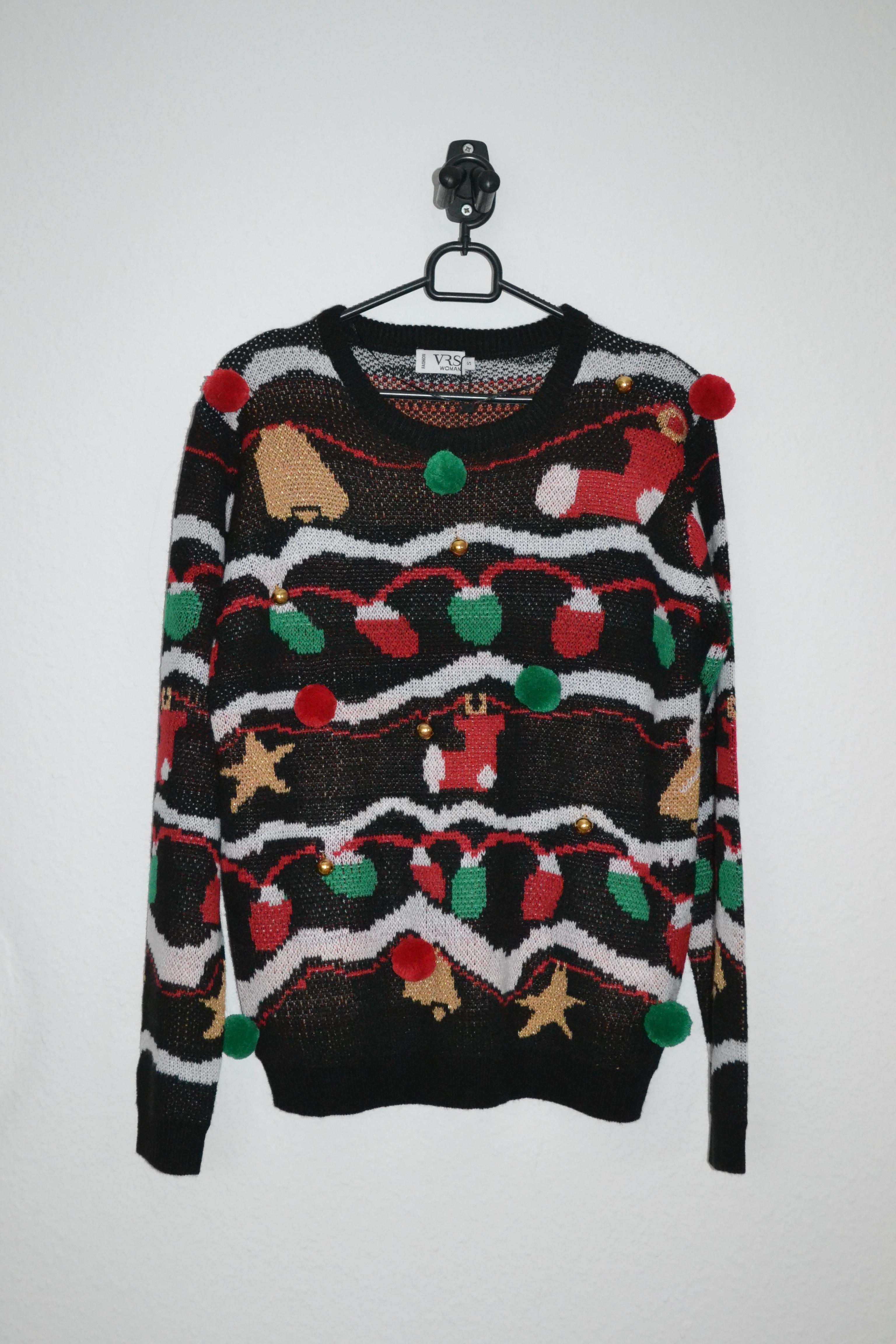 Sort sweater m. guirlander af julepynt inkl. bjælder og pompommer - VRS
