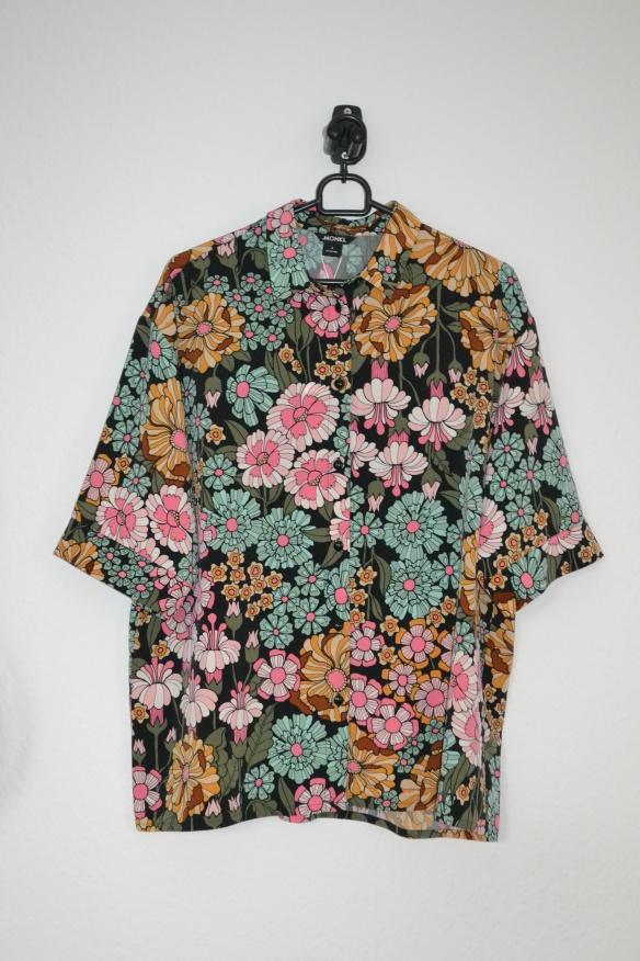 Grøn, lyserøde, sort, karrygul blomstret kortærmet skjorte - Monki