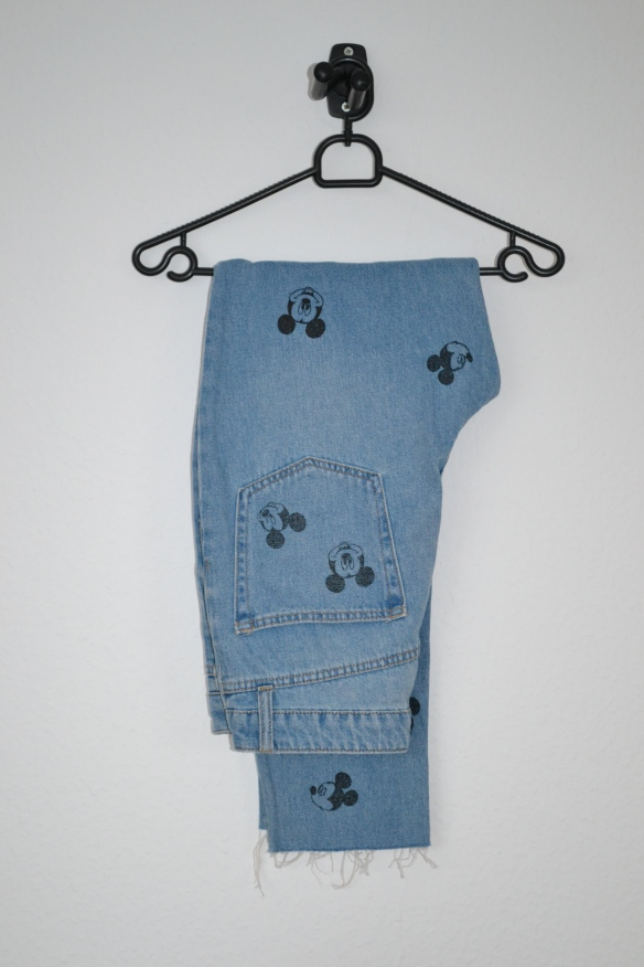 Blå slim cropped mom jeans m. Mickey Mouse print - H&M