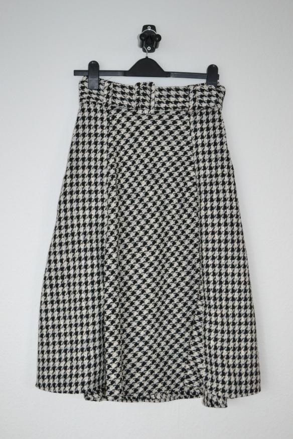 Sort og hvid houndstooth mønstret midi nederdel m. bælte - H&M