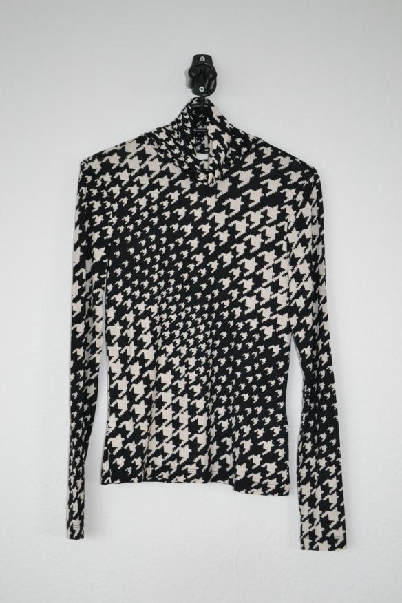 Sort og hvid houndstooth mønstret rullekravetrøje - H&M