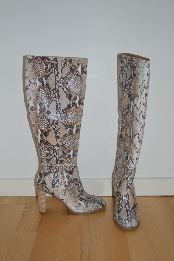 Beige knælange slangeprint støvler - Asos