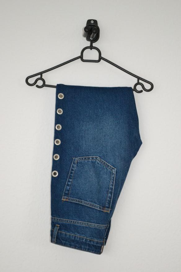 Blå mom jeans m. eyelet detaljer - second hand