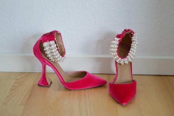 Pink velour pumps m. perler og trekantet hæl - Asos