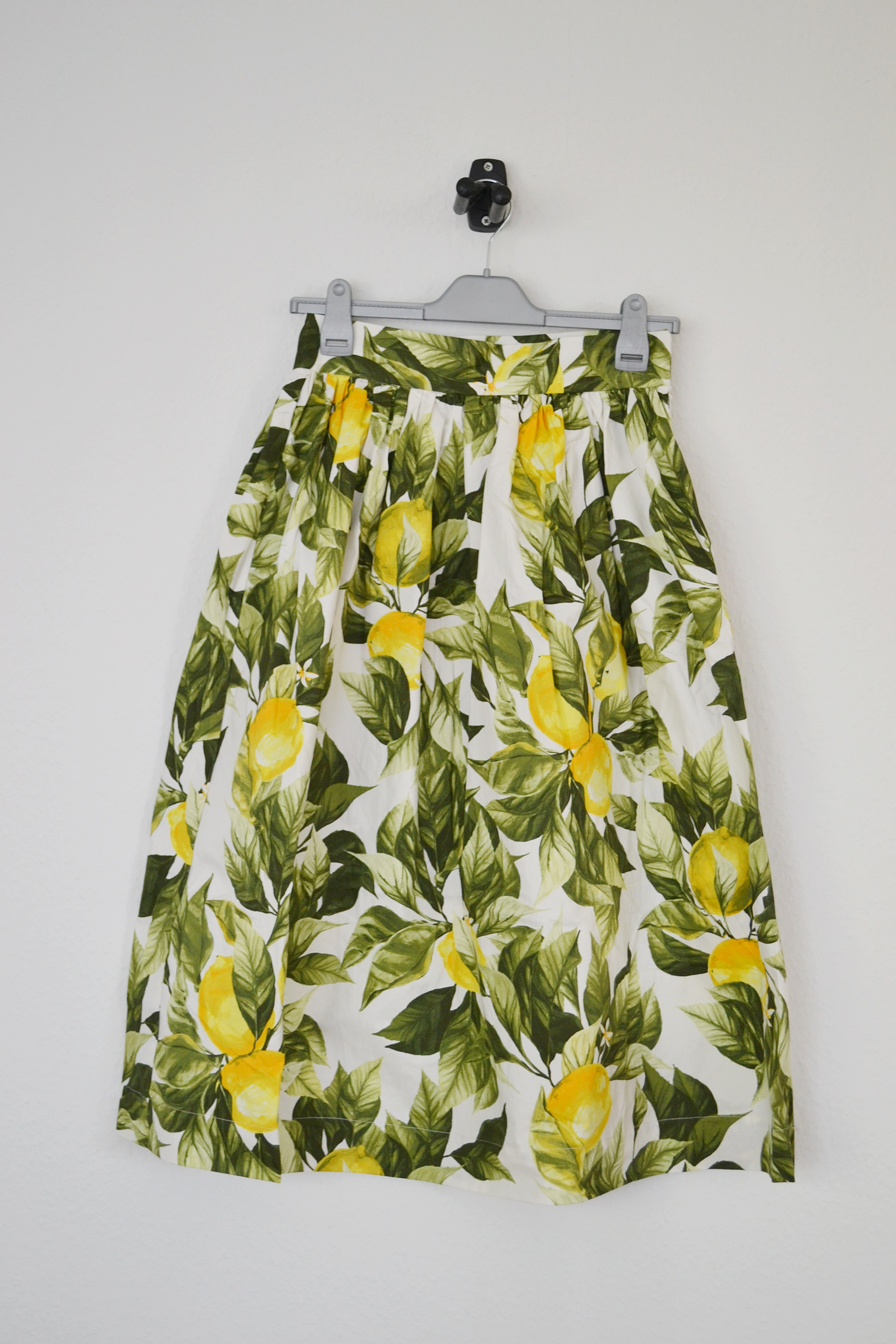 Hvid midi nederdel m. citronprint - H&M