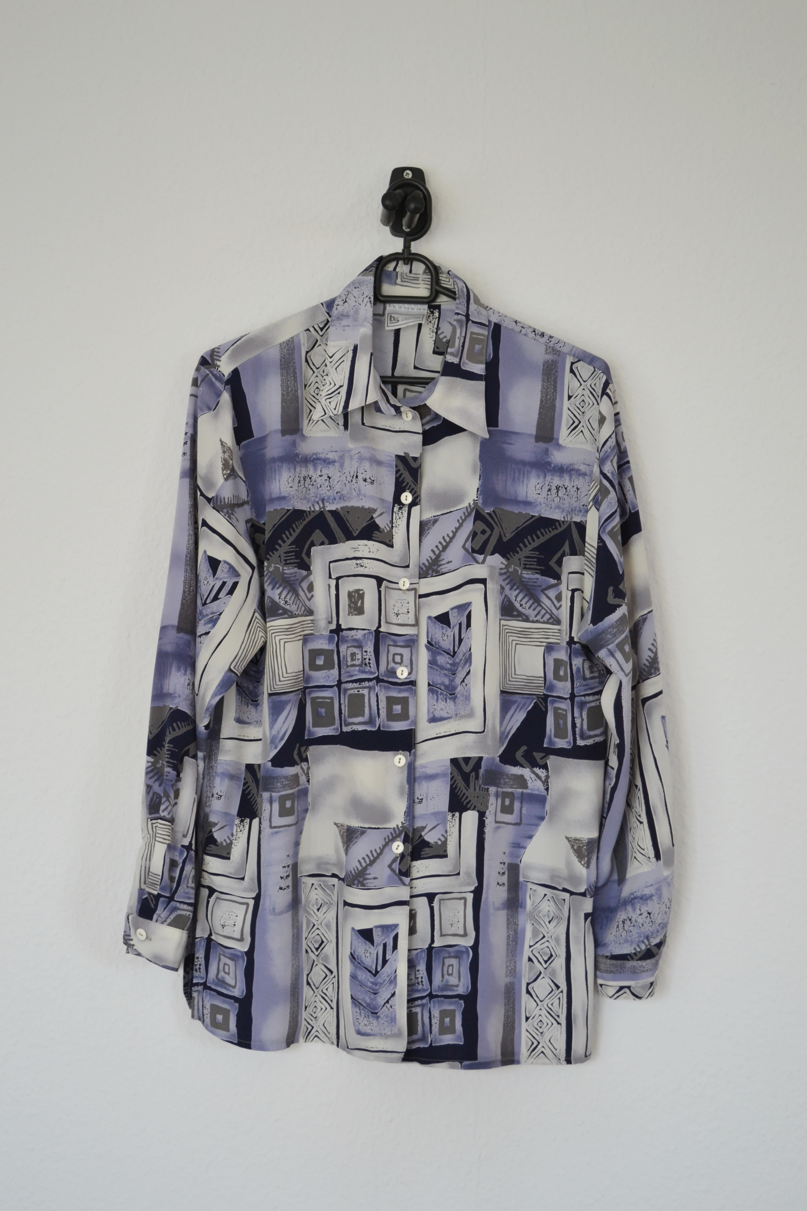 Periwinkle og grå mønstret skjorte - second hand
